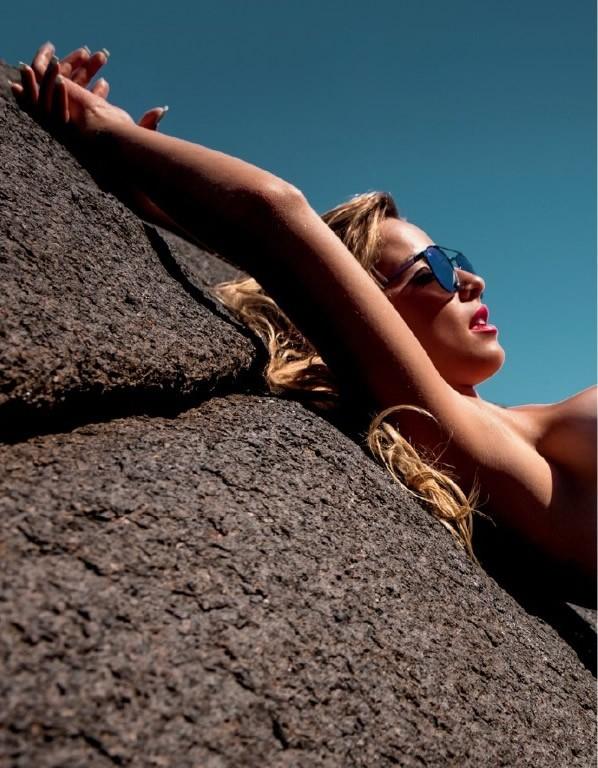 Coleguinha Karen Kounrouzan pelada nua na Playboy de Novembro 20