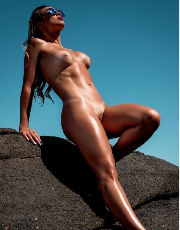 Coleguinha Karen Kounrouzan pelada nua na Playboy de Novembro 5