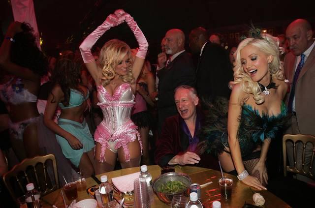 Como são as festas na mansão da Playboy 8