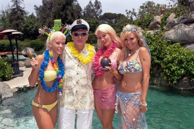 Como são as festas na mansão da Playboy 9