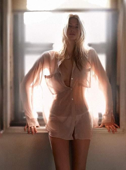 Mulher e transparência combinação perfeita 17