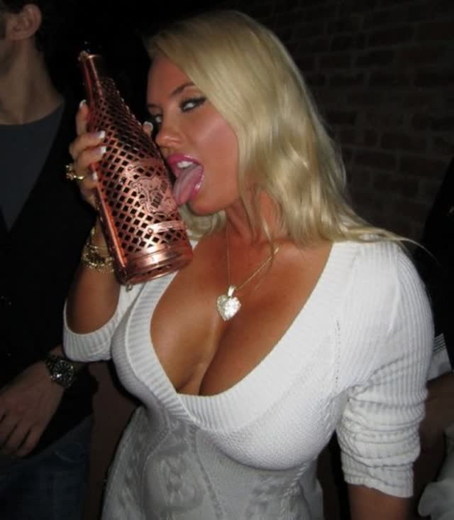 Super Gostosa Nicole Coco Austin nude pelada amateur 11