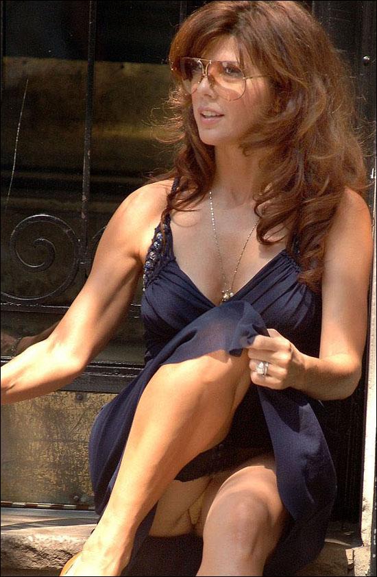 11 Marisa Tomei perna aberta