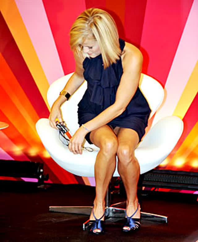 13 Reese Witherspoon perna aberta