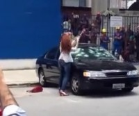 Mulher é traída e destrói carro do marido