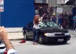 Mulher é traída e destrói carro do marido - http://www.naoconto.com