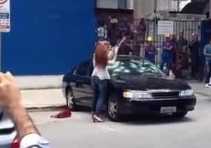 mulher-e-traida-e-destroi-carro-do-marido