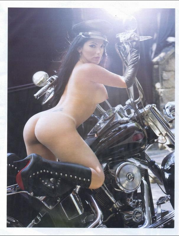 Confira as melhores fotos de Anamara pelada nua na Playboy 26