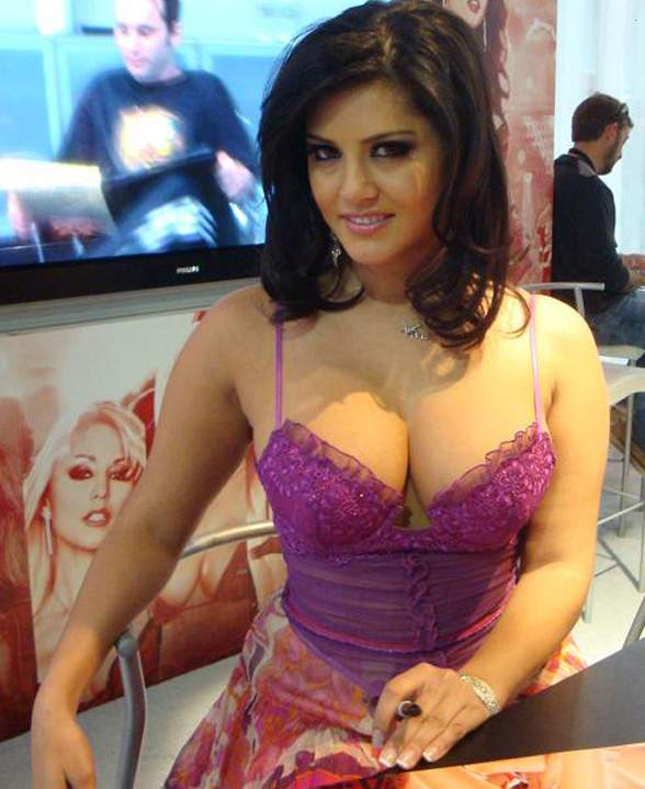 Fotos de Sunny Leone a atriz pornô que está causando no Big Brother indiano 8