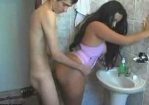 Pegando a gostosa no banheiro