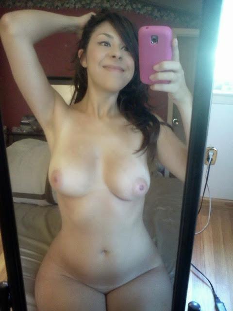 Morena gostosa caiu na net com fotos no espelho 22