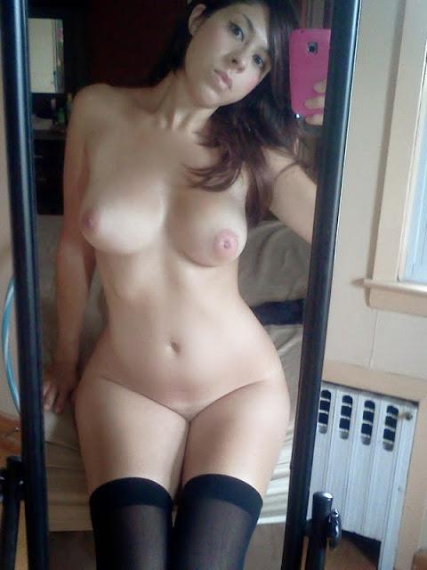 Morena gostosa caiu na net com fotos no espelho 25