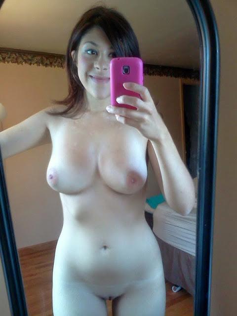 Morena gostosa caiu na net com fotos no espelho 29