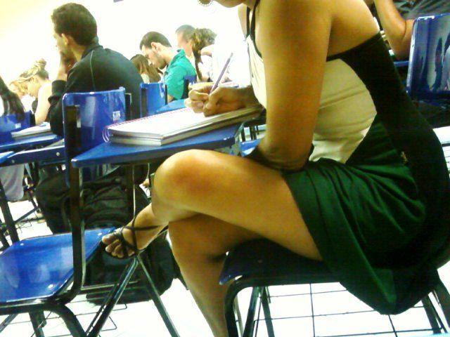 Aluna é flagrada sem calcinha na sala de aula 2