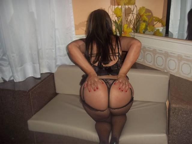 Esposa rabuda gostosa e sua lingerie nova