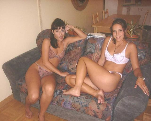 Patricinha de sacanagem com a amiga 23