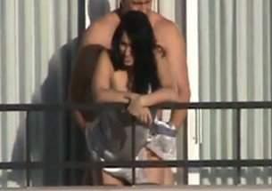 Casal flagrado fazendo Sexo na Sacada