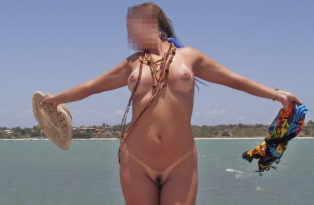 Lorraine na praia de nudismo 2