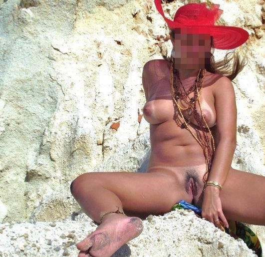 Lorraine na praia de nudismo 3