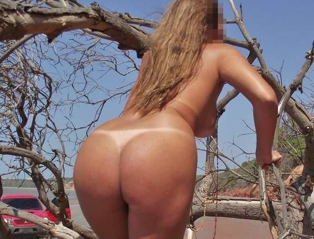 Lorraine na praia de nudismo 7