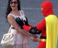Boobsman, o super-herói dos seios femininos