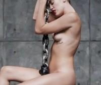 Miley Cyrus e mais polêmica: a cantora aparece nua em novo videoclipe!