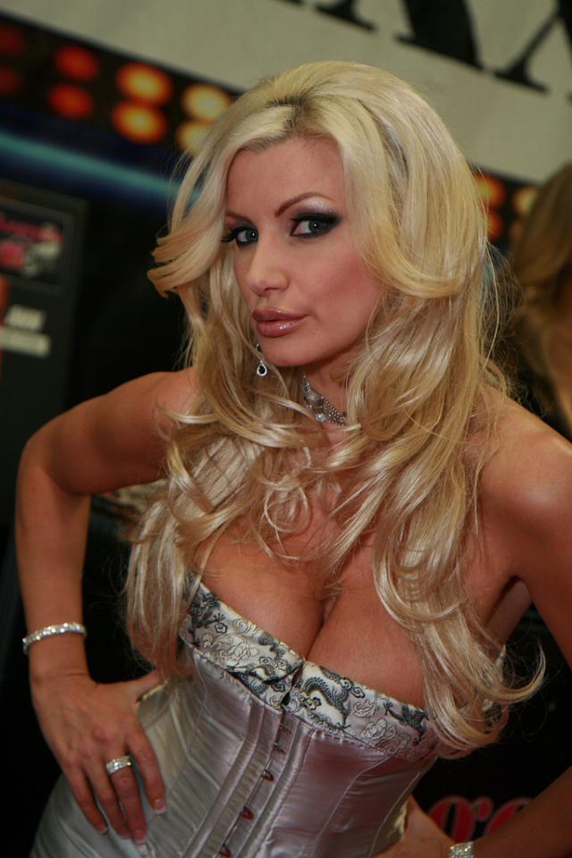 3 Brittany Andrews pornstar virgindade sextape
