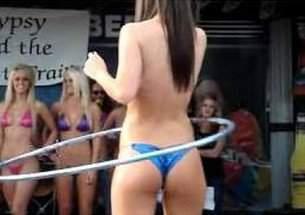Campeonato de bambole com gostosas de bikini