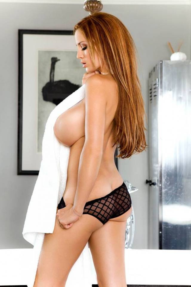 Jordan Carver nude, professora de yoga dos seus sonhos 32