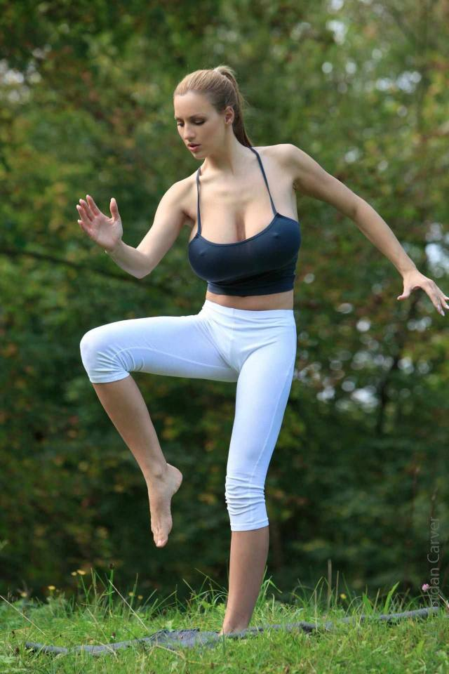 Jordan Carver nude, professora de yoga dos seus sonhos 29
