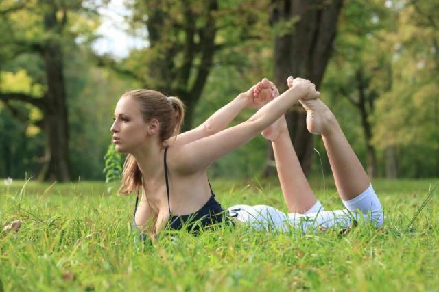 Jordan Carver nude, professora de yoga dos seus sonhos 5