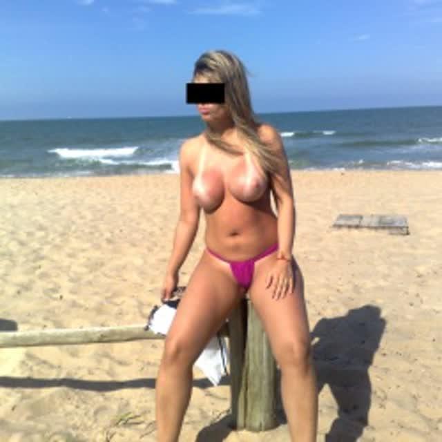 Esposa gostosa se exibindo na praia 20
