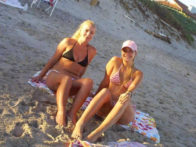 Irmãs gostosas tirando uma ferias na praia