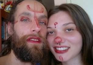 menstruacao-serve-de-tinta-para-maquiagem