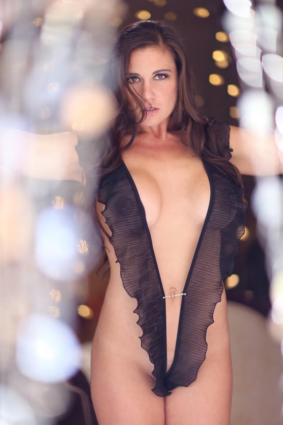 Olivia Sprauer Professora demitida por fotos de biquíni posa para revista pornô 4