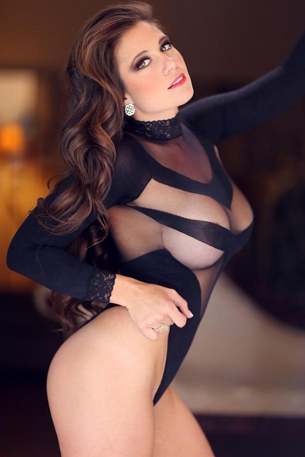 Olivia Sprauer Professora demitida por fotos de biquíni posa para revista pornô 8