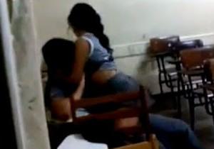 Vídeo sem tarja sexo na escola em Manaus - http://www.naoconto.com