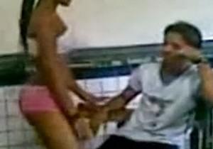 Novinha safada ficou pelada na sala de aula - http://www.naoconto.com