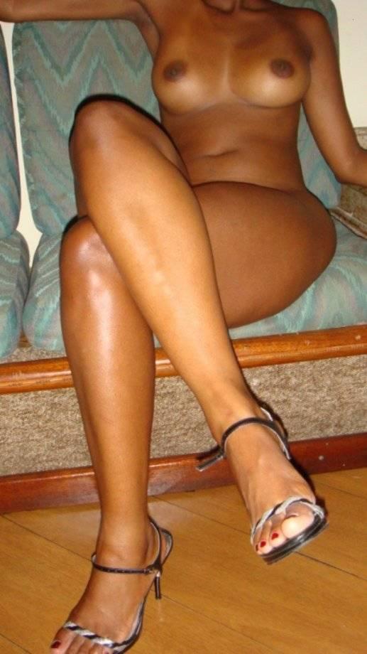 Negra gostosa rabuda peladinha 23
