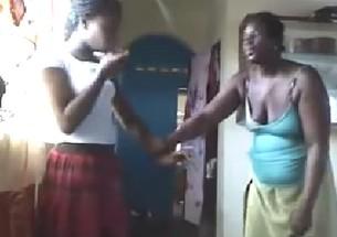 Menina levando uma surra de cinta por postar fotos de calcinha no facebook - http://www.naoconto.com