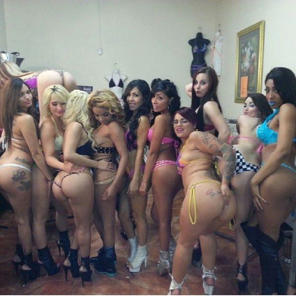 O-que-realmente-acontece-nos-bastidores-de-um-Club-de-Strip-20