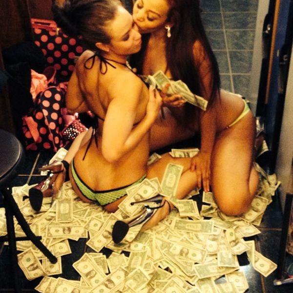 O-que-realmente-acontece-nos-bastidores-de-um-Club-de-Strip-9