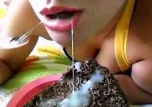 comendo-bolo-com-recheio-de-porra