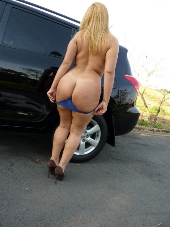 Esposa rabuda tirando a roupa na rua 5