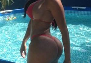 carolina-petkoff-a-maior-bunda-natural-do-mundo-fotos-e-videos