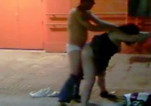 Casal fazendo sexo na rua depois da balada