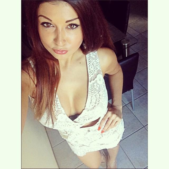 Melissa Flentzeris TIRANDO A CALCINHA EM PÚBLICO 9