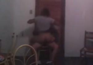 Safada é flagrada transando enquanto rola o baile funk - http://www.naoconto.com