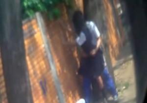 Alunos são flagrados fazendo sexo na rua - http://www.naoconto.com