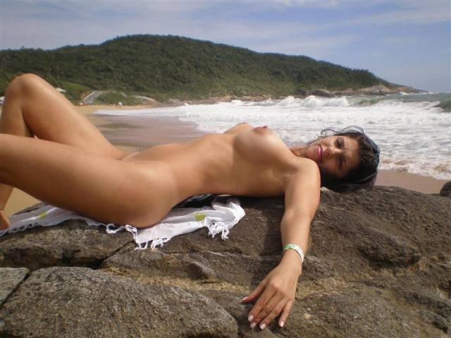 Esposa gostosona pelada na praia de Ilheus 13